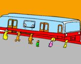 Disegno Passeggeri in attesa del treno  pitturato su davide