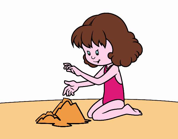 Ragazza che fa un castello di sabbia