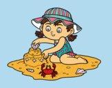 Una ragazza che giocano sulla spiaggia
